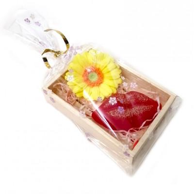 """Набор в деревянном лоточке  №155 """"Цветочный поцелуй""""  (2 кусочка мыла)"""